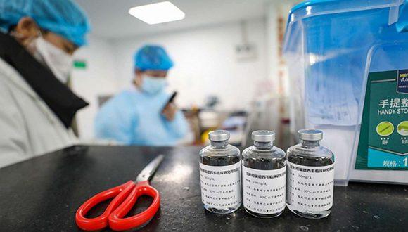 Frascos de Remdesivir en un hospital de Wuhan, China, para tratar pacientes enfermos con la COVID-19. Foto: Yuan Zheng/Feature China/via Newscom.
