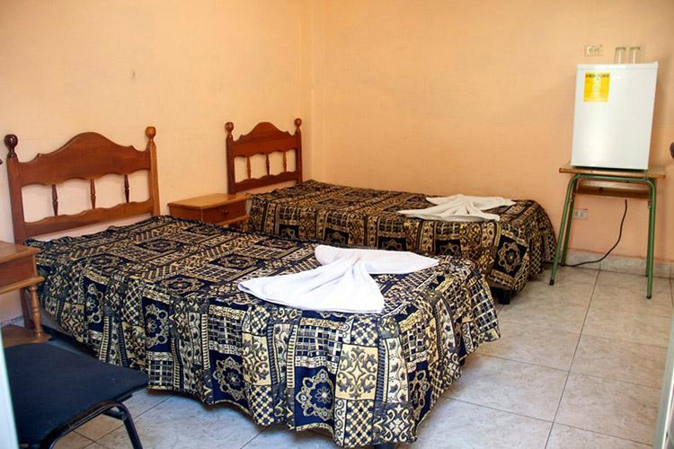 Interior de una habitación en el hotel Amor del Pinar.