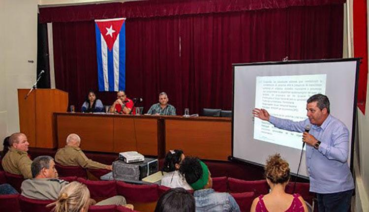 Reunión del grupo de trabajo de Pinar del Río. / Foto de Rafael Fernández Rosell