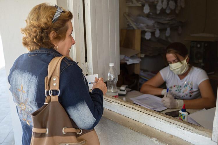 El personal que labora en la Dirección Municipal de Trabajo y Seguridad Social cumple con las medidas establecidas y no cesa en su labor.
