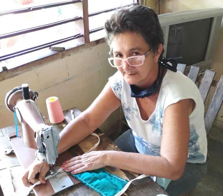 La confección de nasabucos tiene a sus protagonistas como Laura Hernández