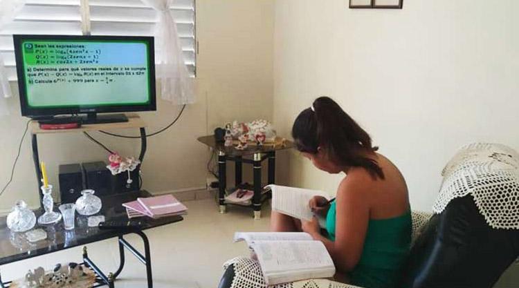 Clases televisadas ante Covid 19 en Cuba