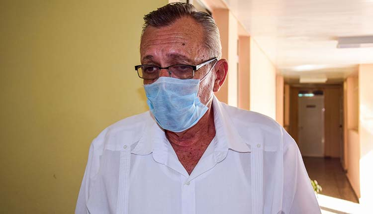 Doctor Osvaldo Borges Herrera, director del hogar de ancianos Carlos Castellanos / Foto: Januar Valdés Barrios