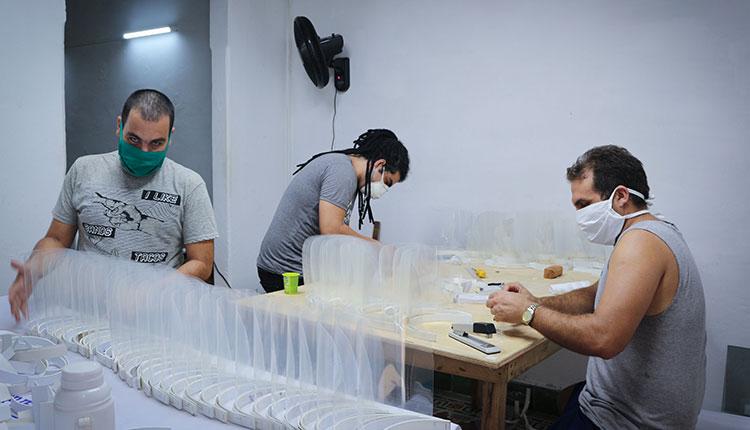 Proceso de producción de máscaras protectoras / Foto: Estudio DiArt