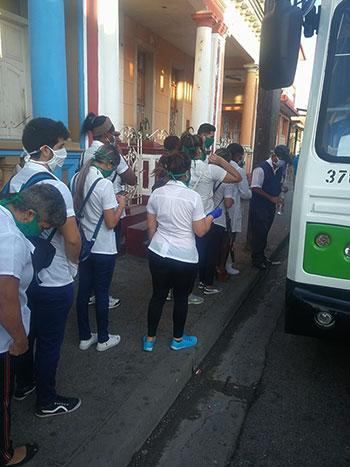 Estudiantes de medicina se trasladan para hacer sus pesquisas a la población de Pinar del Río
