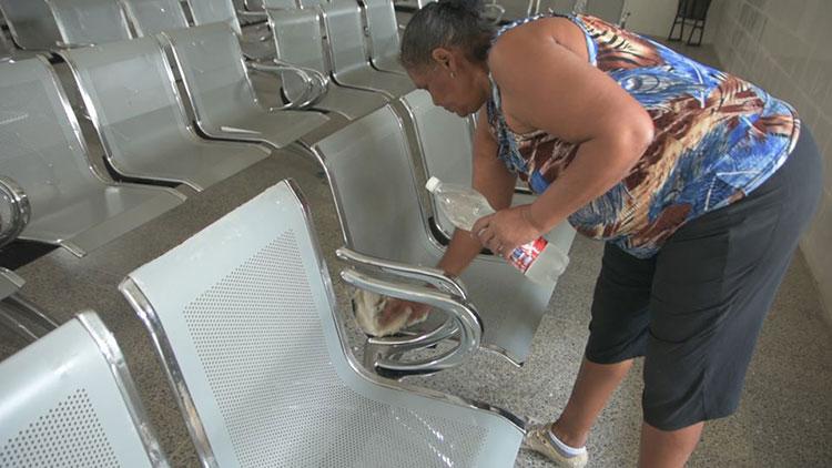 La limpieza de bancos es fundamental para mantener la higiene y protegerse de un posible contagio de la Covid-19