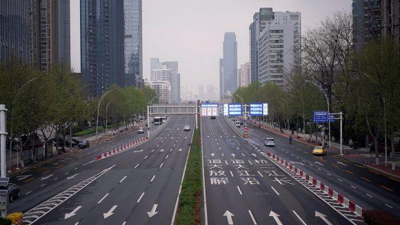 La ciudad china de Wuhan, epicentro de la pandemia de covid-19, vive la primera jornada tras su reapertura a las 00:00 (hora local) de este miércoles. Foto: Reuters.