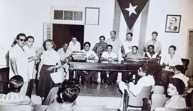 Mayo de 1959 en la CTC entrevista a los visitantes extranjeros por el locutor Adalberto Cabrera y el periodista Juan P.G. Clemente y presidida por los dirigentes José Arteaga (Pitute), Pedro Vera, Cecilia y otros.