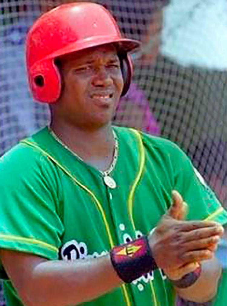Omar Linares posee el impresionante OBP de 487 en sus 20 temporadas en el béisbol cubano
