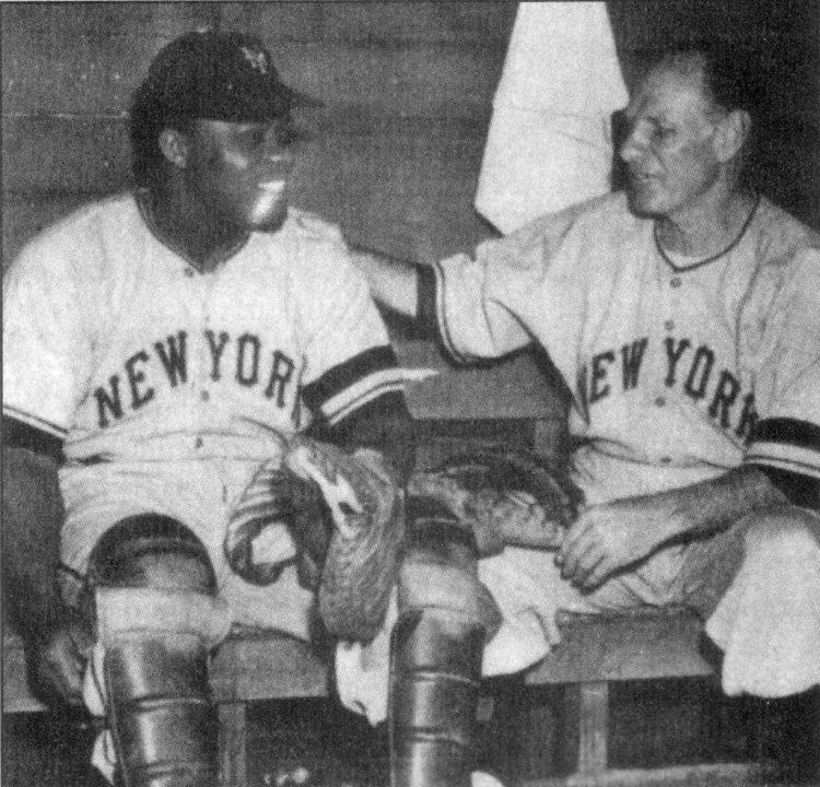 Rafael Noble con los New York Giants, junto al manager Leo Durocher.