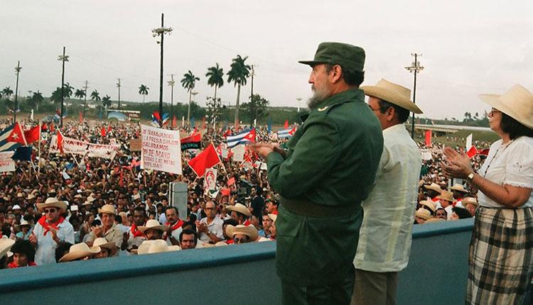Fidel acompañó a los pinareños en el acto por el Día Internacional de los Trabajadores celebrado el 30 de abril de 1988