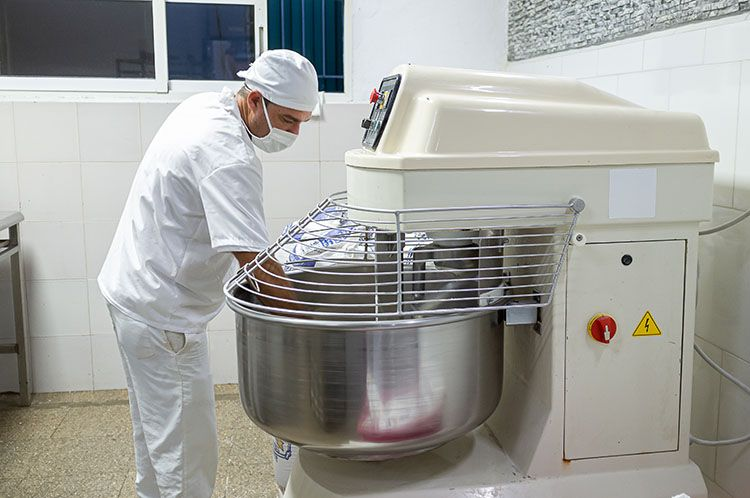Proceso de elaboración del pan en la fábrica La Alameda