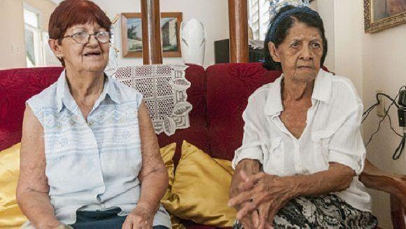 Cristina y Dulce Sánchez Díaz, hermanas del comandante Pinares. / Foto: Carlos Bauta/ Guerrillero.