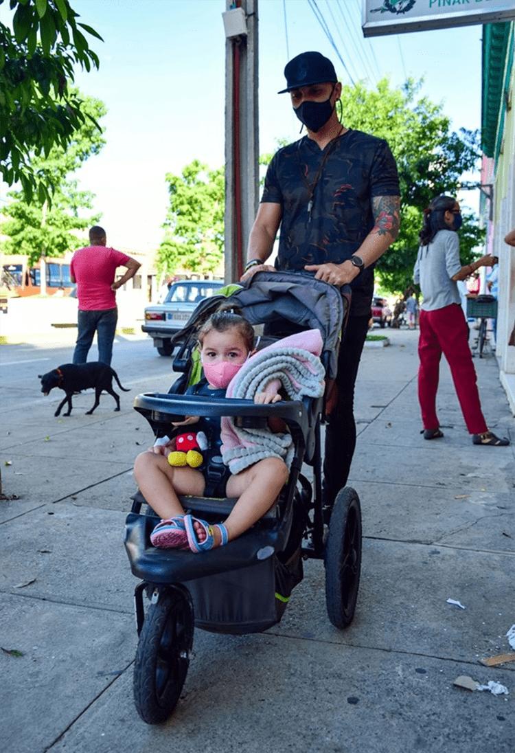 Papá con su bebita