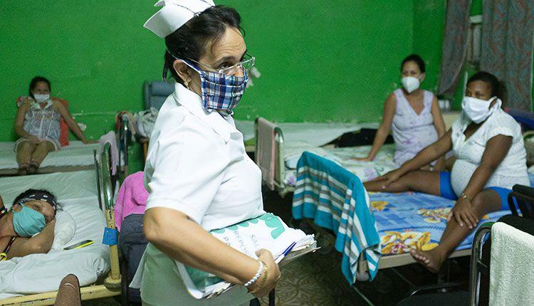 Solangel Parcero Arencibia, enfermera del hogar materno regional Justo Legón Padilla. / Foto: Jaliosky Ajete Rabeiro