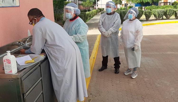 Reinaldo Chequeando en el terreno el uso de medios de protección contra COVID 19 en Hospital Oftalmológico Amistad Argelia Cuba.