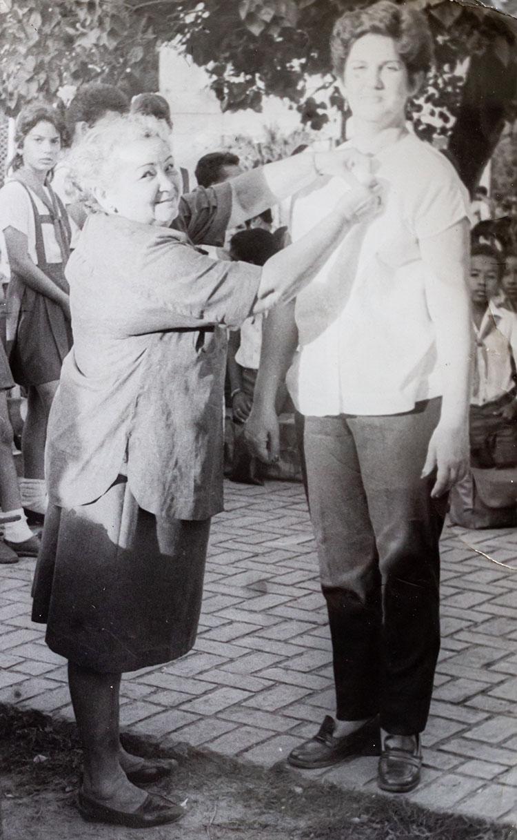 Olga, en su etapa como metodóloga en una ceremonia de condecoración a maestros destacados