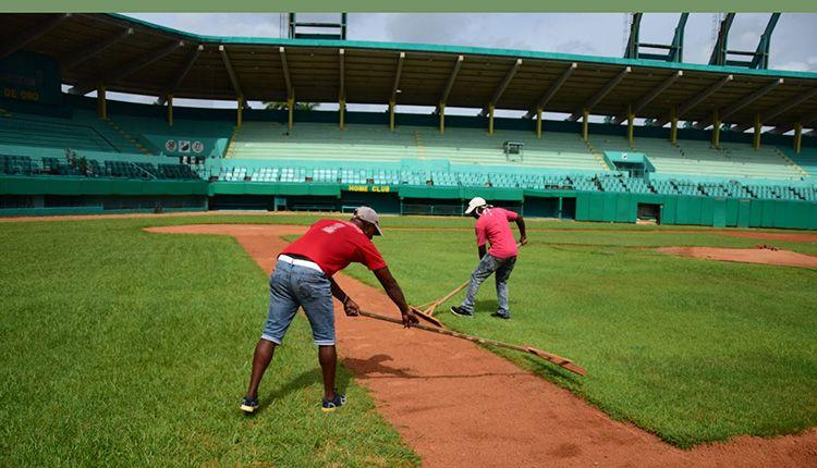 Jornadas extensas caracterizan el trabajo de la brigada de mantenimiento del estadio Capitán San Luis
