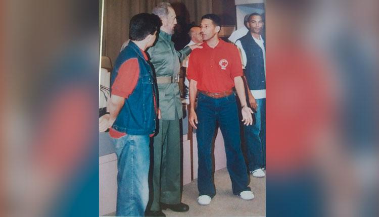 Dausell Valdés compartiendo con Fidel durante una exposición en el Memorial José Martí.