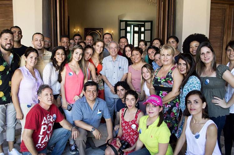 Eusebio leal con periodistas cubanos