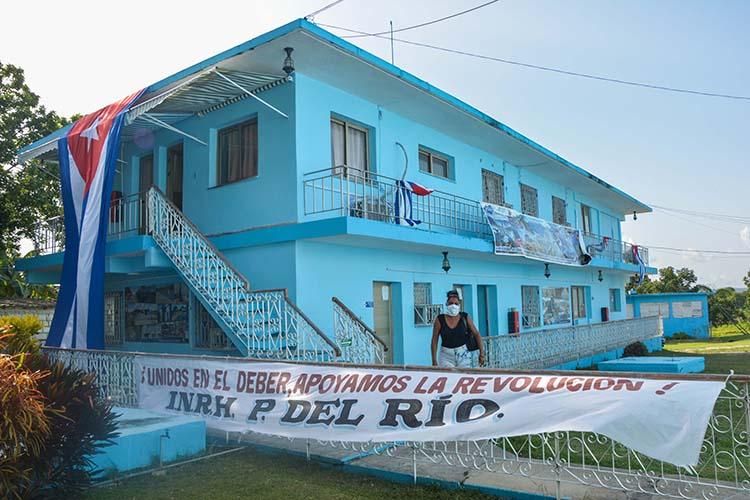 Desde hace varios días los trabajadores de Recursos Hidráulicos engalanaron sus centros para la conmemoración, que también dedicarán al cumpleaños 94 de Fidel.