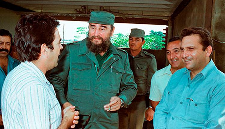 Fidel Castro Ruz en recorrido por la provincia afectada por el ciclón Alberto, el 9-6-1982. Junto a él Jaime Crombet Hernández-Baquero, Primer Secretario del PCC en la Provincia, Raúl Mena Iviricu, Primer Secretario del PCC del Municipio Pinar del Río y el periodista Ronald Suárez Ramos.