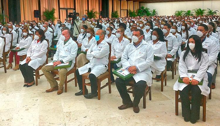 Se reúne Primer Ministro con especialistas que apoyaron lucha contra la COVID-19 en México
