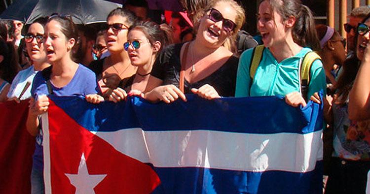 Cubanas, mujeres: hacen camino al andar