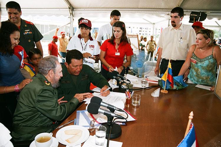 Fidel y Chávez en Sandino, Pinar del Río, el 21 de agosto del 2005, en la celebración del programa de televisión Aló Presidente y la inauguración de Villa Bolívar