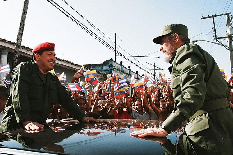Fidel y Chávez en Pinar del Río, San Juan y Martínez, el 21 de agosto del 2005, cuando se dirigían hacia #Sandino para la celebración del programa de televisión Aló Presidente y la inauguración de Villa Bolívar