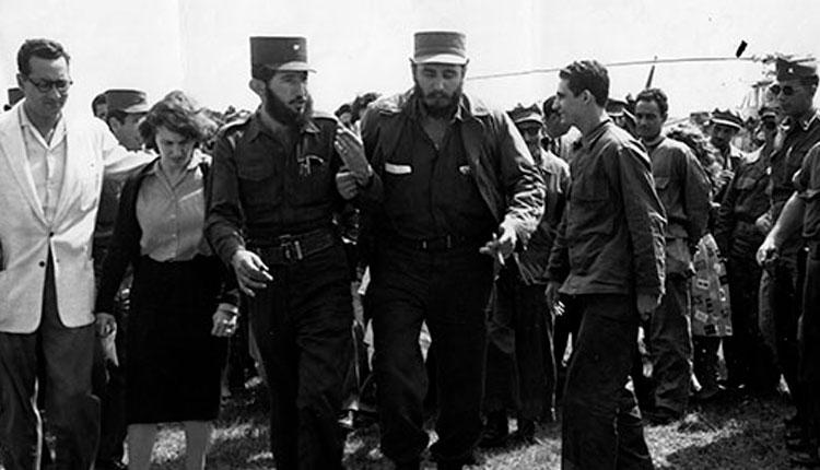 Fidel Castro Ruz junto al Comandante Dermidio Escalona, Jefe del Frente Guerrillero de Pinar del Río, en áreas del cuartel Rius Rivera, el 17 de enero de 1959