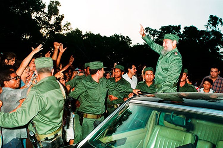 Fidel Castro Ruz en recorrido por la provincia el 30-8-1992.