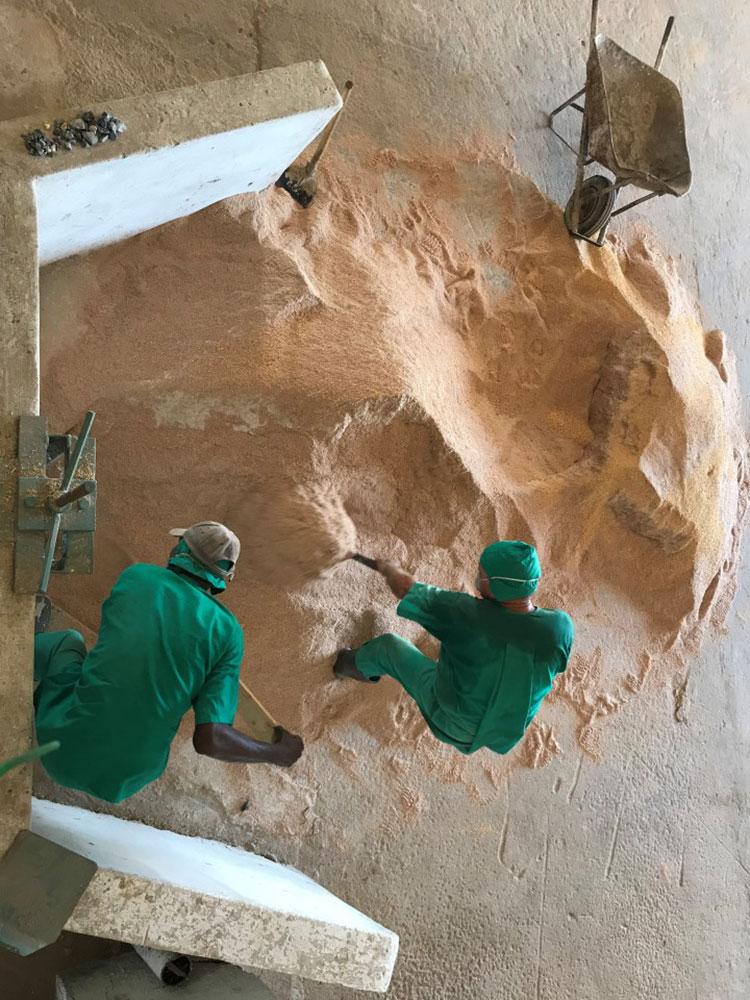 Los trabajadores de la planta en una jornada de trabajo normal