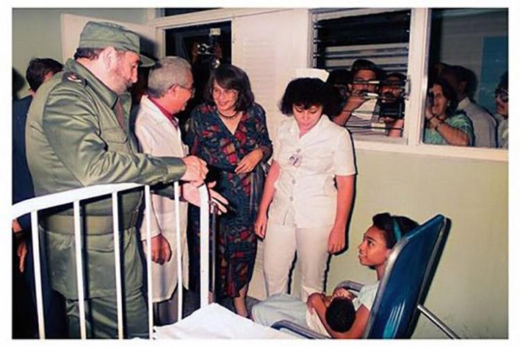 Fidel visitando un hospital