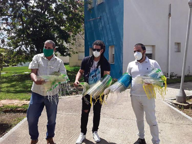 Máscaras faciales, nasobucos, batas y otros efectos médicos fueron donados por varios grupos de creación pertenecientes a la filial pinareña del Fondo Cubano de Bienes Culturales.
