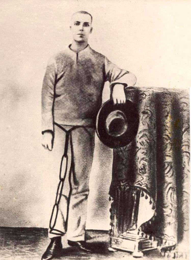 El adolescente José Martí fue condenado a seis años de prisión con trabajos forzados y Fermín Valdés Domínguez a seis meses de prisión.
