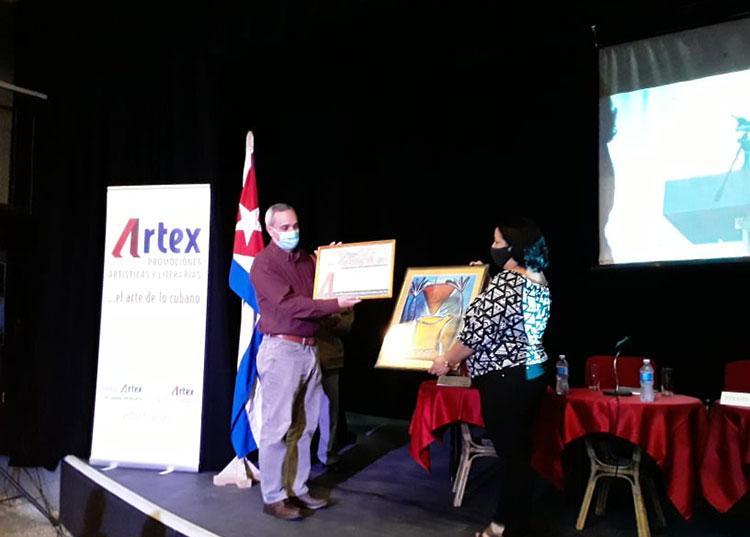 Artex entrega un reconocimiento al personal de salud del hospital León Curvo Rubio.