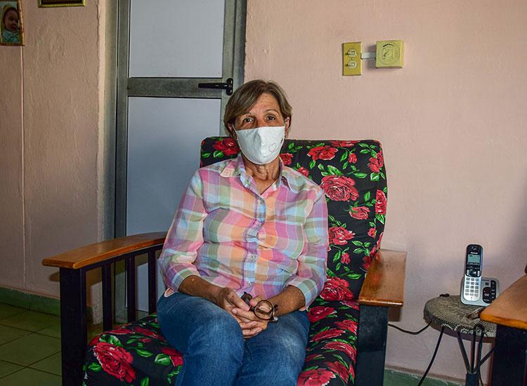 Ilia Valdés, teniente coronel pensionada del Minint desde el 2018, asegura que la COVID-19 no se puede ver como una enfermedad distante.