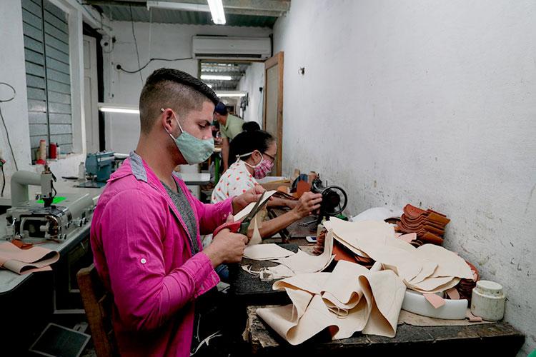 La calidad es lo primero para los trabajadores del taller.