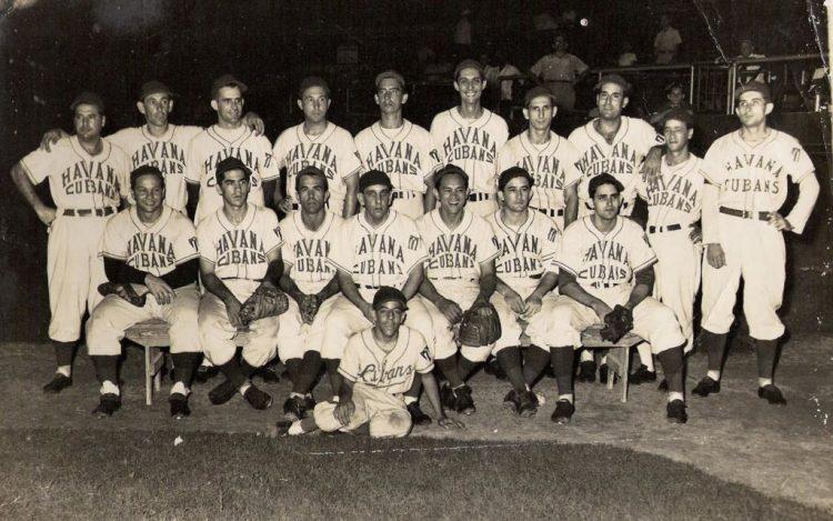 Debajo, a la derecha, con los Havana Cubans.