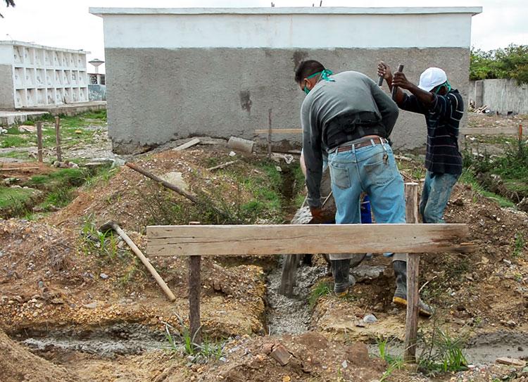 La construcción de nichos y reparación de cementerios son acciones que responden a planteamientos de la población.