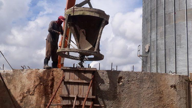 Construcción de silos para almacenar arroz en Consolación del Sur.