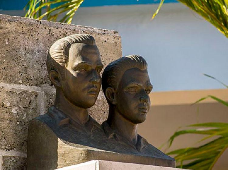Homenaje a los Hermanos Saíz