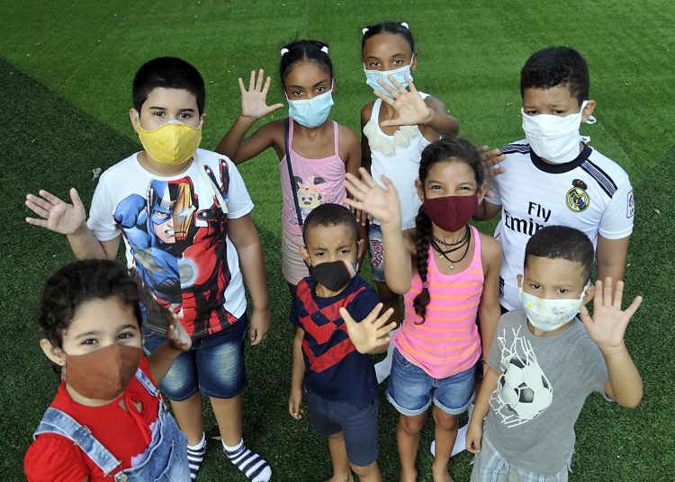 Niños reunidos en Covid-19.