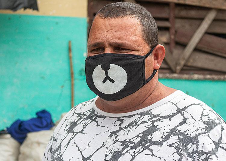 El administrador, Roydel Ruiz Iglesias, afirma que ha planteado la situación de la iluminación en todas las instancias. / Foto: Jaliosky Ajete Rabeiro