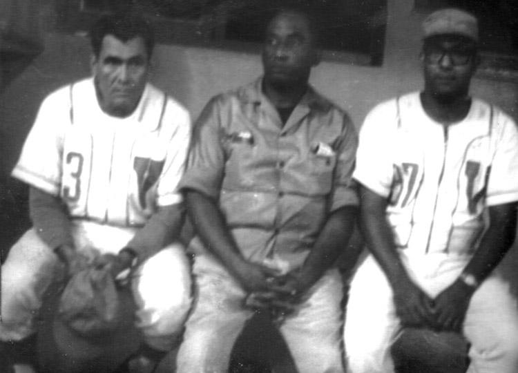 De izquierda a derecha, Chito Quicutis, Manuel Godínez y Lacho Rivero