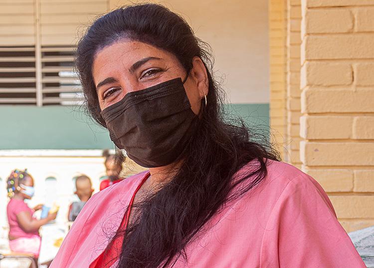 Yunia Amat Ávila destaca la dedicación  y la entrega al trabajo del colectivo que dirige./ Foto: Jaliosky Ajete Rabeiro