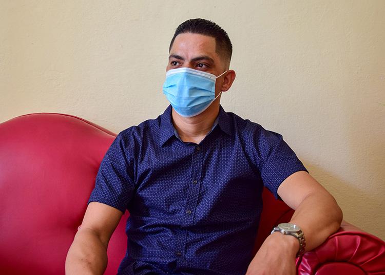 El pediatra Osvaldo Benítez Polo asegura que la salud de los niños depende en gran medida del cuidado de los padres. / Foto: Januar Valdés Barrios
