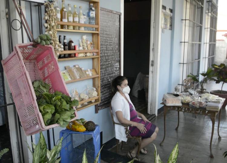 La comercialización de productos frescos y elaborados tuvo un incremento, lo que facilita la accesibilidad a los productos, una de las premisas del programa de soberanía alimentaria. / Foto: Pedro Paredes