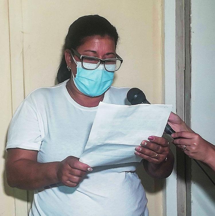 Yanelis García, secretaria municipal del sindicato de los trabajadores Agropecuarios, Forestales y Tabacaleros dio lectura al llamamiento.
